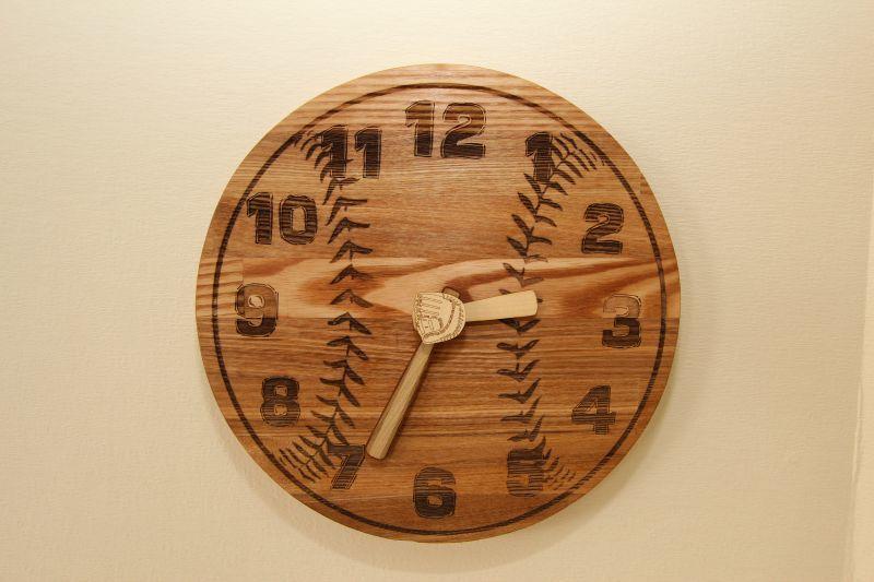 画像1: 壁掛け時計☆野球ボール☆  (1)